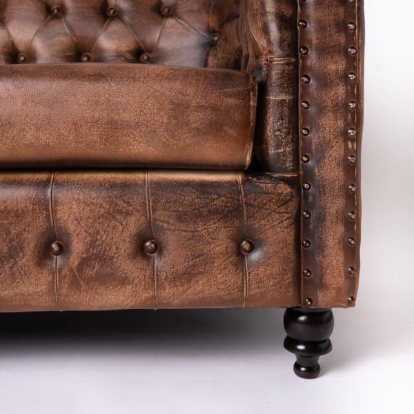 Canapea Piele Chesterfield Fierce 2 locuri detaliu picior